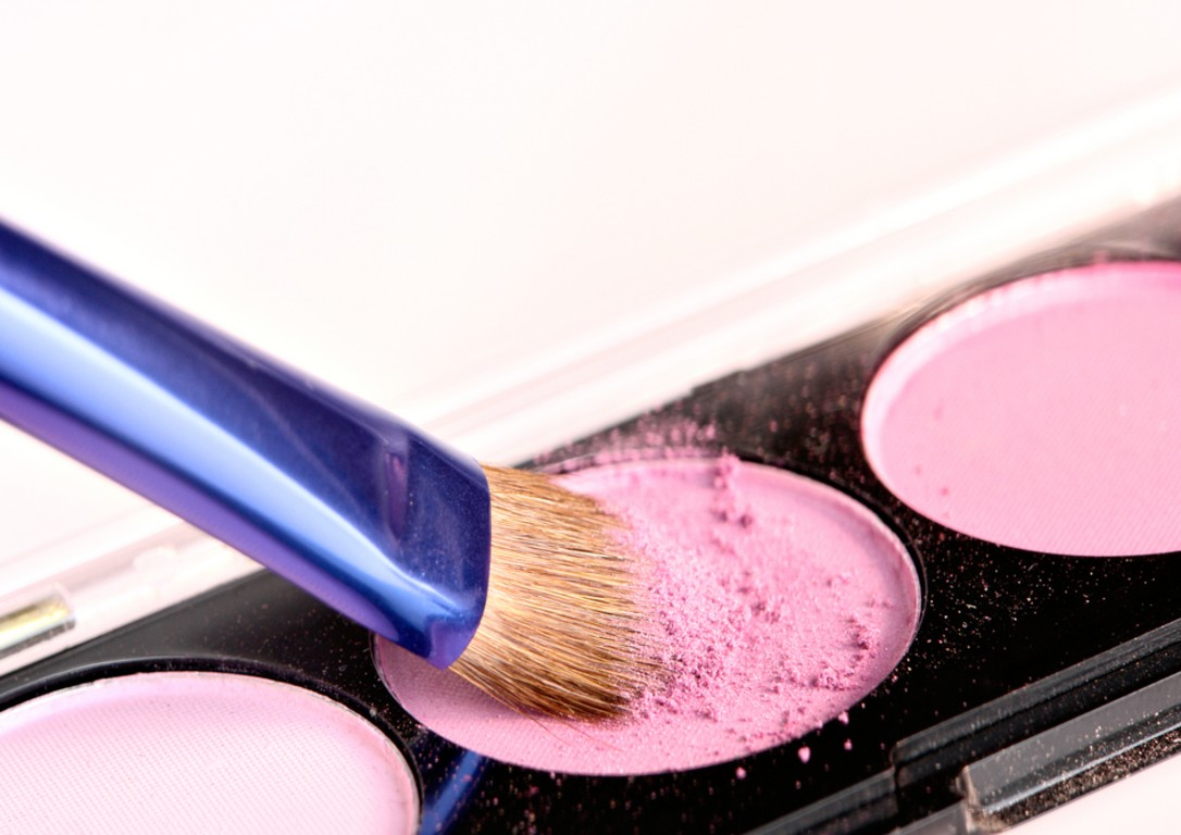 eyeshadow-and-brush-macro.jpg